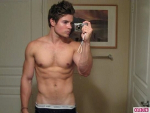 1Josh-Henderson-Shirtless-580x435