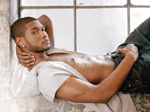 usher_shirtless2