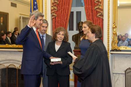 Supreme_Court_Justice_Kagan_Swears_in_Secretary_Kerry_(1)